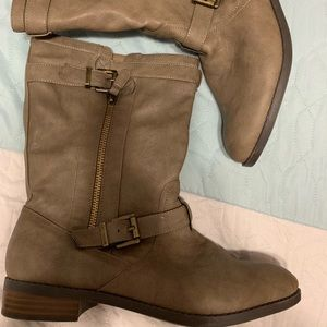 Express size 9 ankle boot